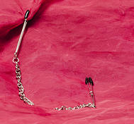 Tweezer nipple clamps with chain